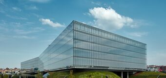 Compare Five Dynamic Shading Solutions for Buildings