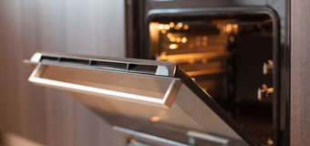 Self-cleaning oven with Guardian Heat Barrier glass