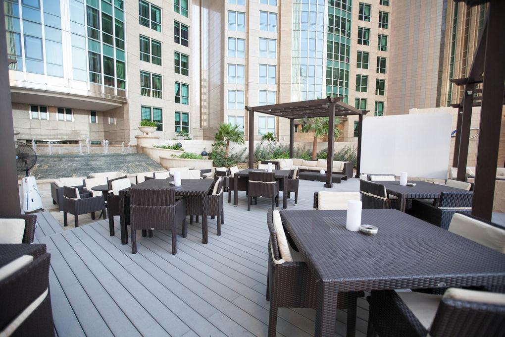 Sofitel Abu Dhabi Corniche Chillo Pool Bar At The Sofitel