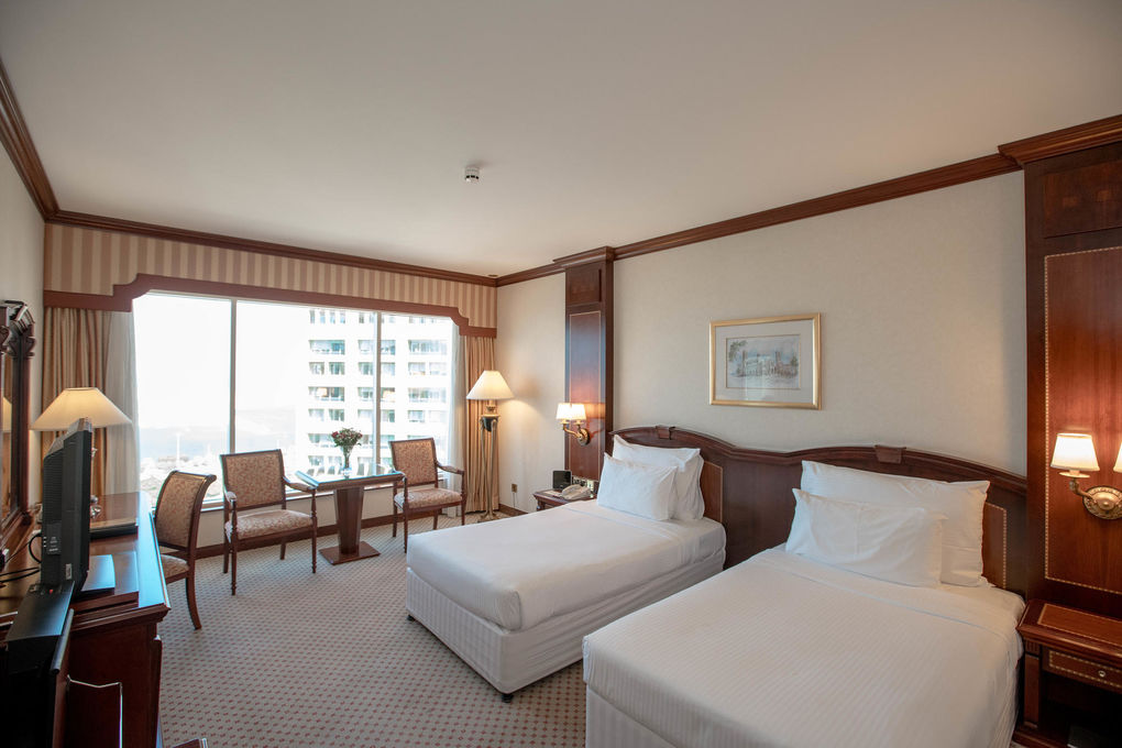 Corniche Hotel Abu Dhabi The Deluxe Twin Room At The