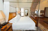Arch Colonial Suite