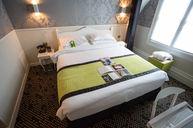 Design Classique Sorbonne Room with Bath
