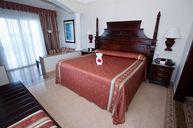Junior Suite w/ Balcony (PRE-RENOVATION)