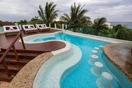 Jacuzzi lounge pool