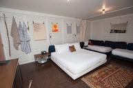 King Lounge Twin Room