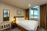 Lightwell Queen room