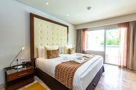 Family Concierge One Bedroom Suite Swim Up