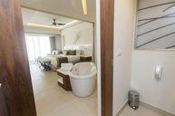 Luxury Junior Suite Swim-Out