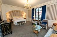 Grand Luxe Guestroom