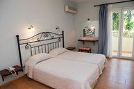 One Bedroom Apartment (Separate Livingroom)