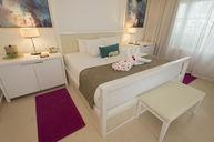 Beachfront Honeymoon Swim Up Suite