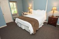 One Queen Bed Suite Sea Cliff