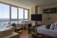 Jacuzzi Yacht Club Sea View