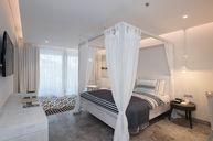 Premier Suite Poolside