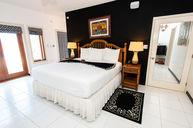 Premium Honeymoon Suite