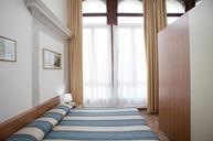Quadruple Room with Shard Bathroom