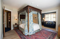 Queen Canopy Room with Private Bath (Garden View)