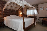 Queen Canopy Bed Room
