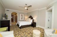Queen Rotunda Suite