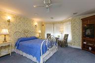 RM 206 Queen Jacuzzi Suite