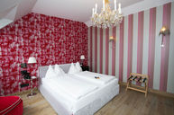 Salon Deluxe Double Room Pink