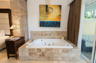 Level Adults Only Room with Jacuzzi