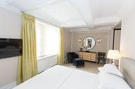 Madison One-Bedroom Corner Suite