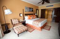 Suite Deluxe Ocean Front Club Premium