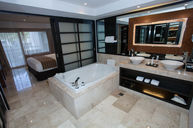 Master Suite Swim Up
