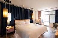 NYLO Panoramic Deluxe Room