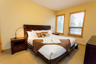 Three Bedroom Suite Lady MacDonald Mountain View