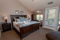 Creekside Single King Room