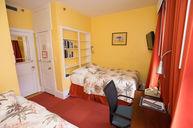 Twin Room with Shard Bathroom