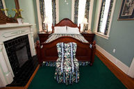 Standard Queen - Flannery O'Connor Room