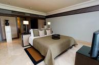Club Pool Suite