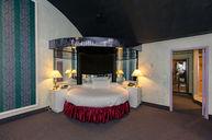 Cove Fantasy Suite