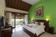 Deluxe Honeymoon & Anniversary Cottage