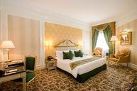 Deluxe Room (King)