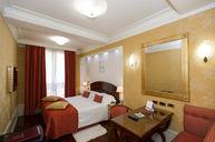 Deluxe Room (Piazza Maggiore View)