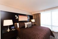 Center Suite