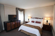 Classic Room with Queen Bed