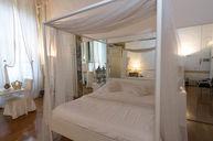 Deluxe Room (Baldacchino)