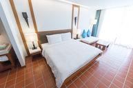 DayLight Room with Balcony