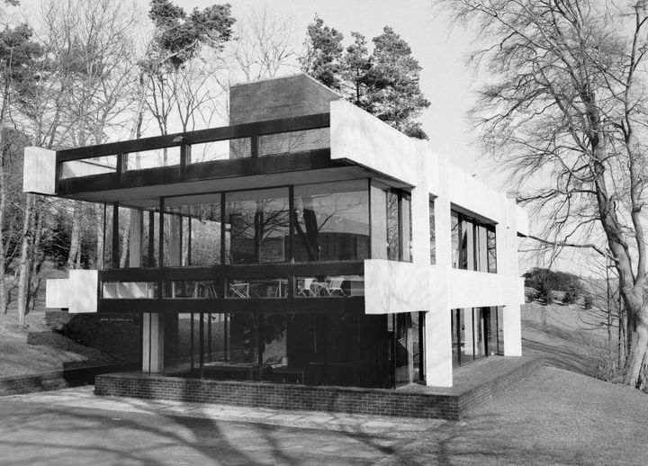 Black and white photo of the stylish midcentury studio building.
