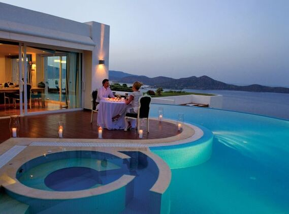 EXCLUSIVE FAMILY VILLA OFFER