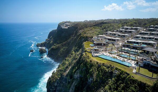 Pura Uluwatu Cliff View