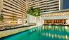 COMO Metropolitan Bangkok : Pool And Nahm Restaurant Exterior