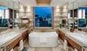 The Peninsula Tokyo : Deluxe Suite Bathroom