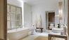 Raya Heritage : Hue Bon Suite Bathroom