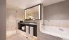 Four Seasons Hotel Sydney : Premier Bathroom